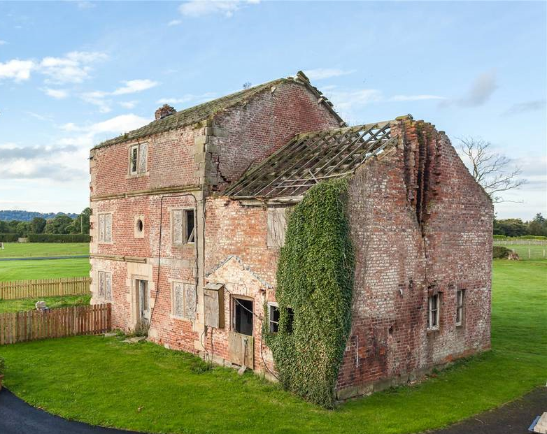 Cheshire farmhouse with listed hall in grounds