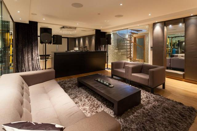 Leisure suite 4